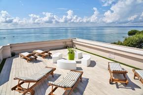 gardasee hotel kriss direkt am see mit eigenem strand in. Black Bedroom Furniture Sets. Home Design Ideas
