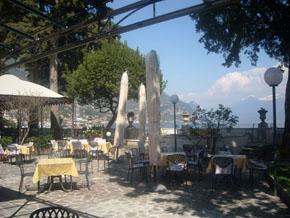 villa teodora direkt am see in bogliaco maderno golf hotel gardasee. Black Bedroom Furniture Sets. Home Design Ideas